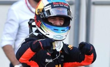 Fórmula 1: en una carrera que tuvo de todo, Daniel Ricciardo se llevó el triunfo
