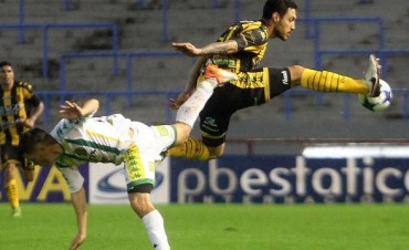 Olimpo se salvó del descenso al golear a Aldosivi, que jugará en la B Nacional