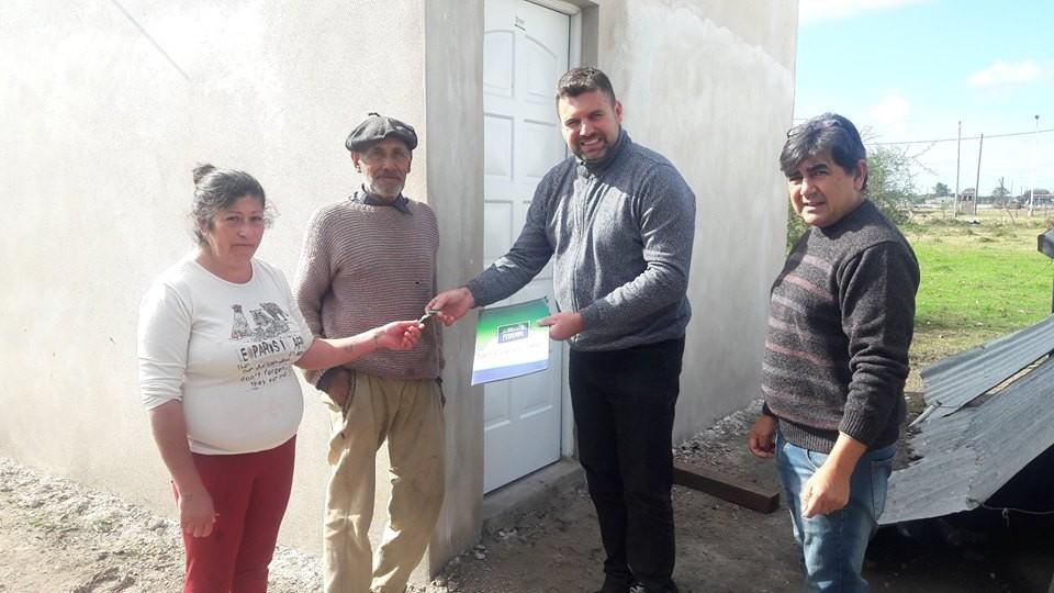 El Intendente entrego la llave de una mejora habitacional en Paraje Las Delicias