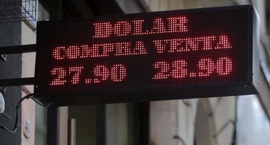Cambio de cúpula del BCRA no desinfló la demanda del dólar, que saltó 41 centavos al récord de $ 28,85