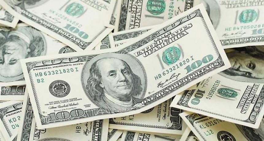 En línea con el mundo, el dólar trepó 32 centavos y cerró arriba de los $ 28