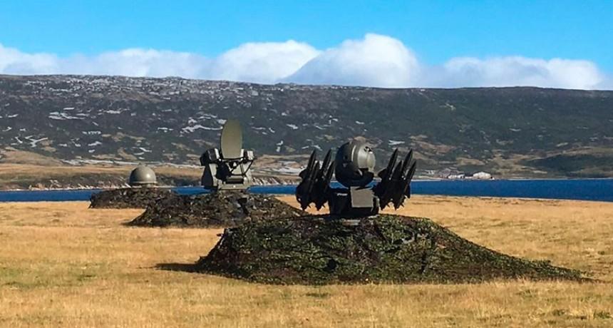 Detalles de la base británica en Malvinas: Militares, aviones y sus armas