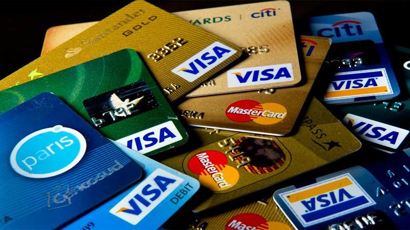 Pagar el mínimo de la tarjeta de crédito pasó a tener un costo de hasta 223%
