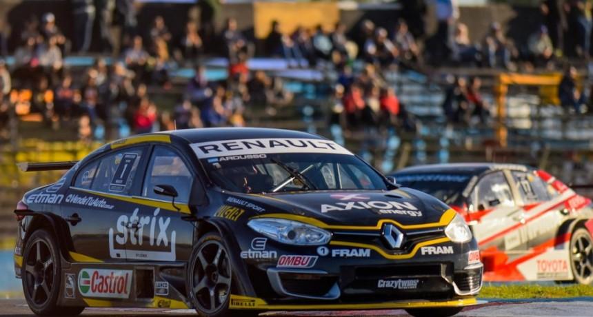 Super TC2000: la alegría de Renault con Ardusso, la preocupación de los dirigentes