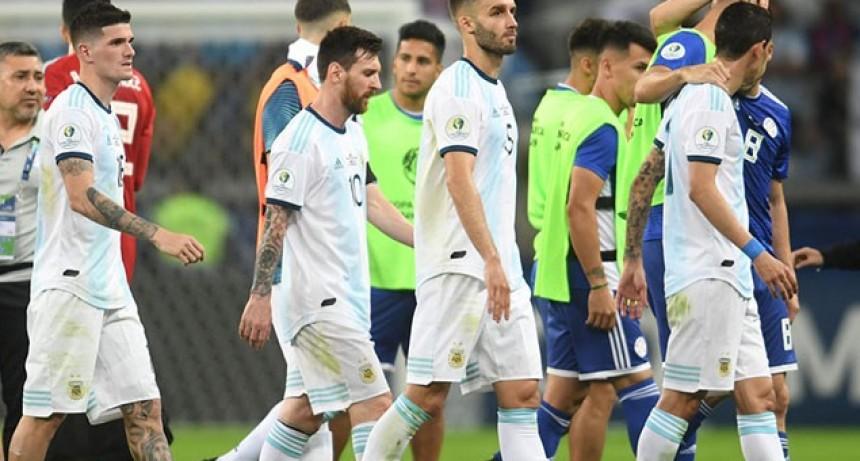 Argentina decepcionó otra vez, igualó con Paraguay y quedó al borde del abismo en la Copa América