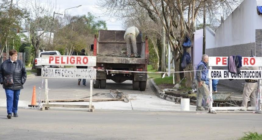 Continua la construcción de badenes sobre calle Arienti