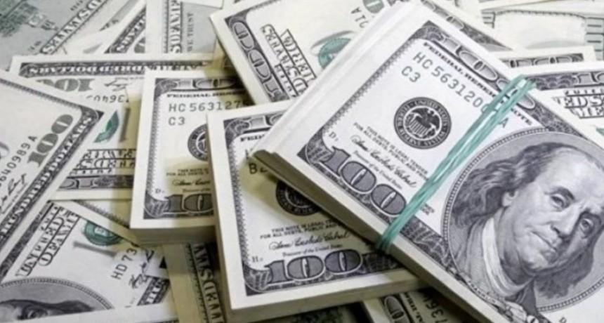El dólar cayó casi 50 centavos y termina la semana $ 1,20 abajo