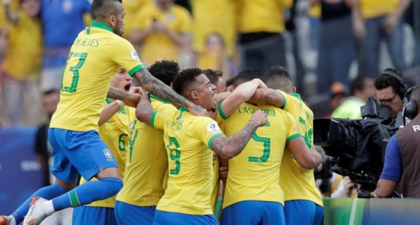 Brasil finalizó como líder del Grupo A tras golear Perú
