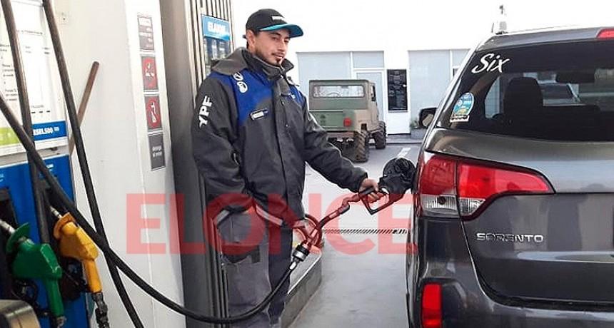 El Gobierno posterga parte del aumento del impuesto que se aplica a combustibles