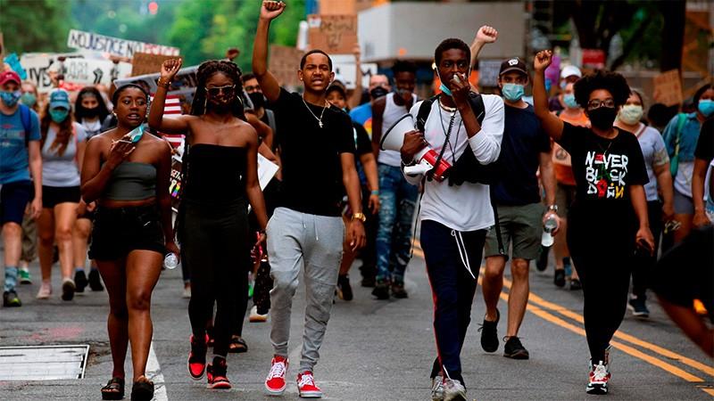 Nuevo caso de abuso policial en EEUU: Mataron a tiros a un joven afroamericano