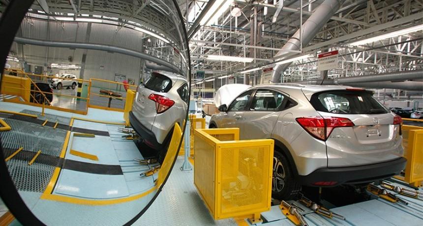 Cuotas, tasas fijas y otros detalles del plan para reactivar la venta de autos