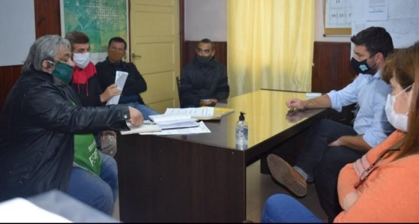 El Intendente Chapino y gremios municipales se reunieron por las situaciones que atraviesan los empleados .