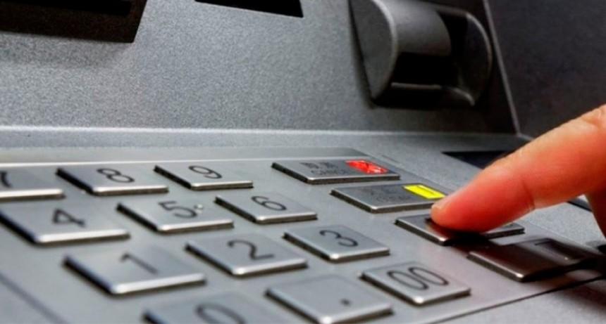 Alertan por la suspensión de débitos automáticos a beneficiarios de ATP e IFE