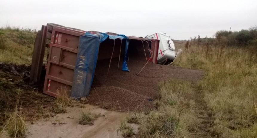 Vuelco de un camión en Ruta Provincial N 22