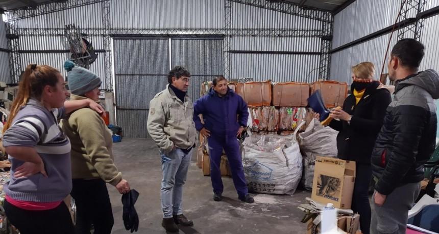El Municipio de C. Bernardi hizo entrega de elementos y herramientas a personal de la producción y planta de residuos