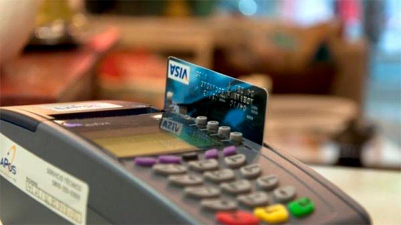 Achican plazo para que pequeños comercios cobren ventas con tarjeta de crédito