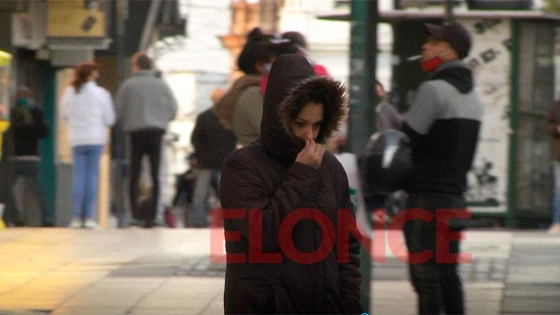 El aire muy frío se hace sentir y pronostican heladas generalizadas en el país