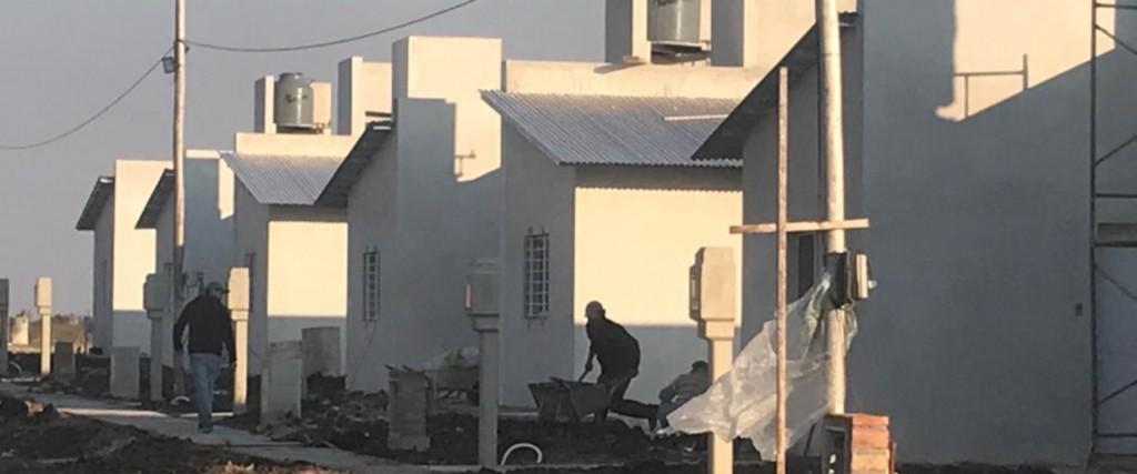 La provincia rubricó convenios para construir nuevas viviendas. 10 en El Cimarron