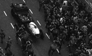 Las doce fotos del funeral de Perón que nunca viste