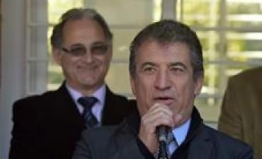 Urribarri confirmó que se reunirán los gremios docentes y ministros provinciales
