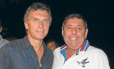 Mauricio Macri levanta la mano de Alfredo De Angelis para gobernador