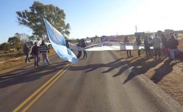 Adjudicatarios de Viviendas del IAPV cortaron la ruta Nº 127