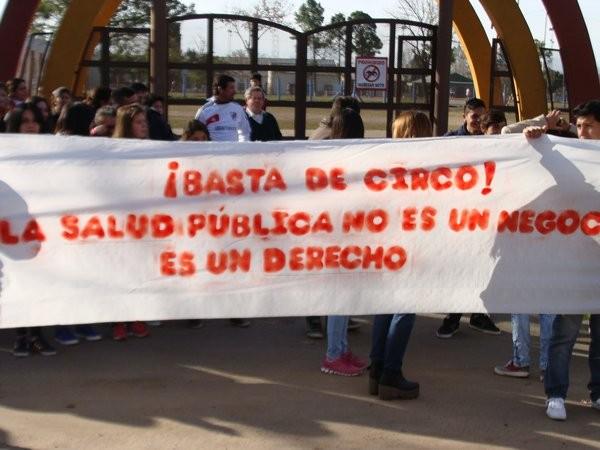 Vecinos de Federal se movilizaron para reclamar por la mala atención medica en el Hospital Urquiza