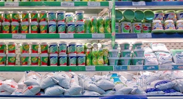 Advierten que por crisis en tambos, el litro de leche podría subir a $ 25