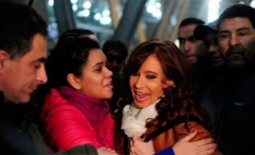Cristina arribó a Buenos Aires y fue recibida por una verdadera multitud