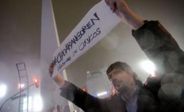 Pusieron vallas frente a Casa Rosada El cacerolazo contra el tarifazo se hizo sentir en todo el país