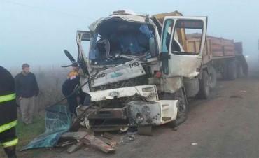 Imágenes: Por la densa niebla chocaron dos camiones de Vialidad