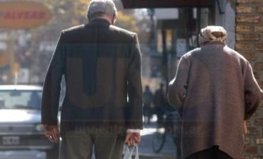 Remedios, alquileres y trámites: dolores de los adultos mayores