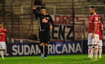 Huracán fue goleado como local y quedó al borde de ser eliminado de la Sudamericana