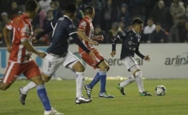 En su último partido como visitante, Atlético Paraná se trajo un punto de Mendoza