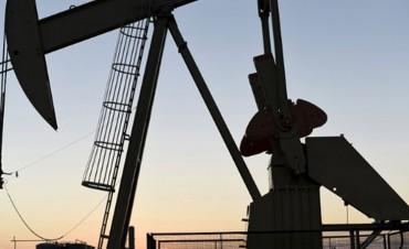 El precio del combustible se ajustará según el valor del petróleo desde 2018