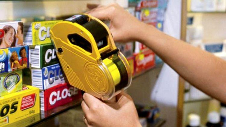 Recesión con inflación: supermercados aún no actualizaron sus precios al dólar real