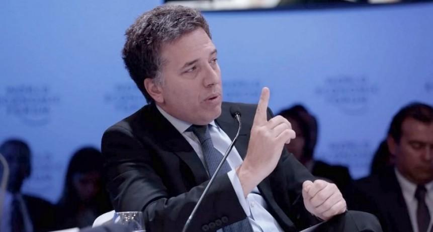 Dujovne amenazó con renunciar si se aplican nuevos impuestos