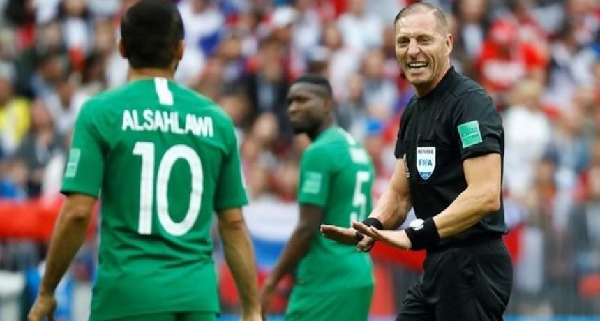 Pitana dirigirá su cuarto partido en el Mundial: arbitrará Uruguay ante Francia