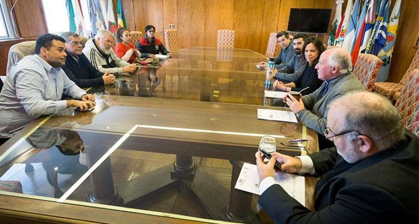 Habrá subas para beneficiarios de planes sociales: Sin acuerdo por aguinaldo