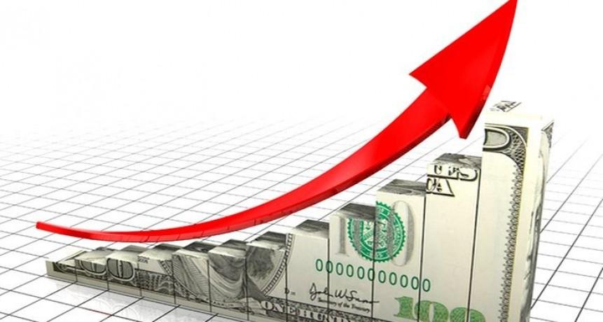 Empresarios esperan más subas del dólar y las trasladarán a los precios