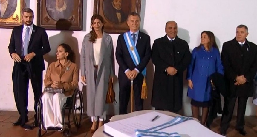 Macri encabezó acto por día de la independencia con un llamado a la oposición