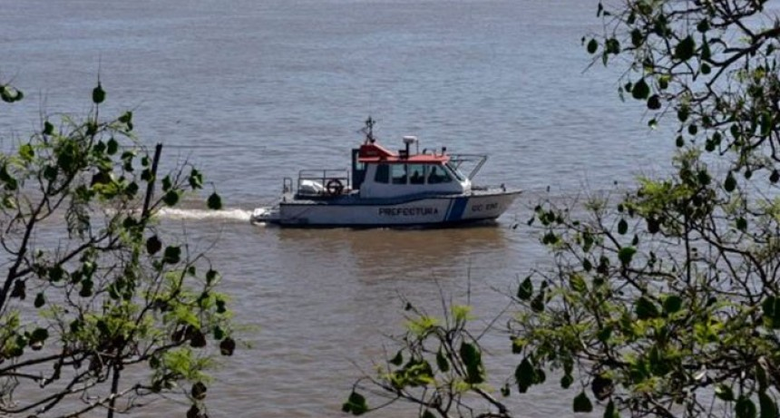 Un muerto y cuatro desaparecidos tras un naufragio en el río Paraná