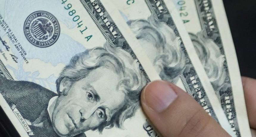 El dólar anotó su cuarta suba en fila: trepó 17 centavos a $ 28,34