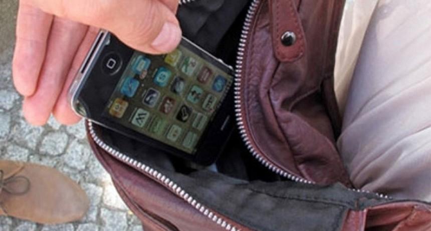 Se roban 5 mil celulares por día en el país: Piden no mostrarlo en la calle