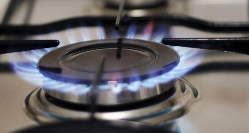 Las tarifas de luz y gas aumentarán 30% en el segundo semestre, según Iguacel