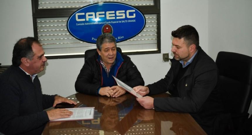 CAFESG le entregó al intendente de Federal el contrato de la obra a realizarse en esa ciudad
