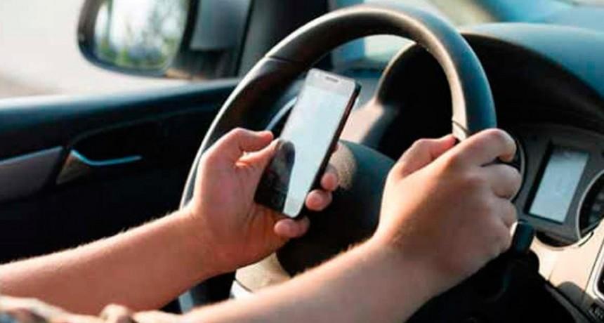 El 50% de los conductores usa el celular mientras maneja a pesar del peligro