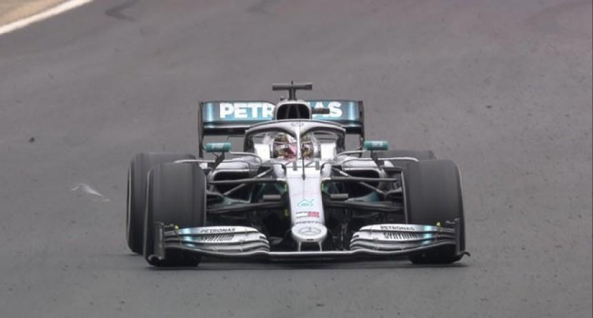 Hamilton ganó la final de la Fórmula 1 que tuvo un tenso momento tras un choque