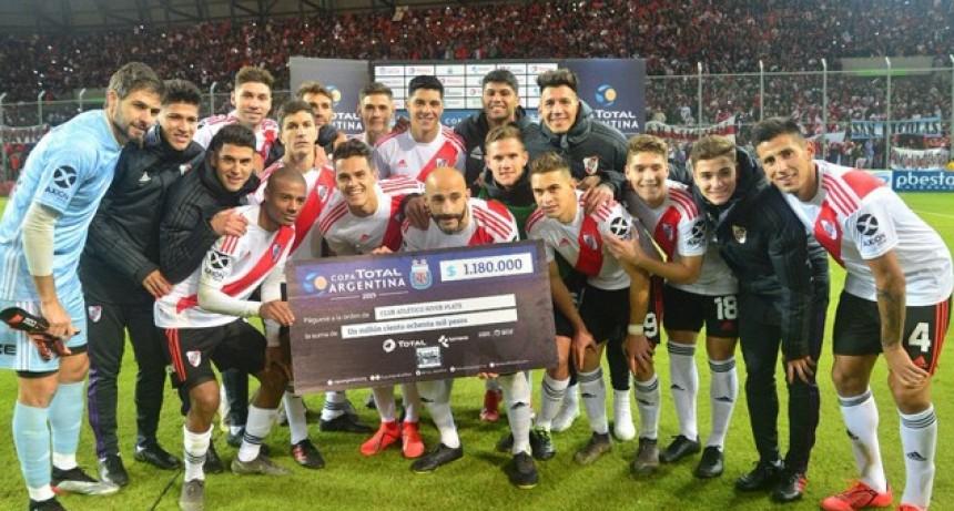 El gol del paranaense Vera no le alcanzó a Gimnasia de Mendoza que cayó ante River por penales