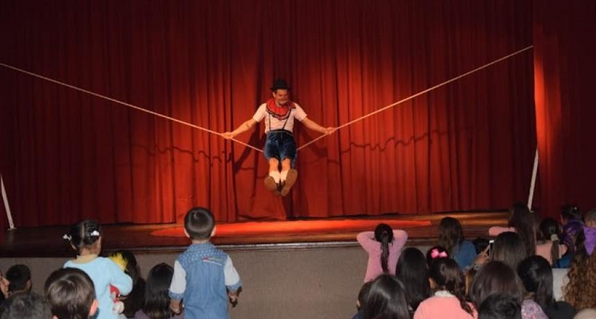 Cosifango Circo se presento en Federal